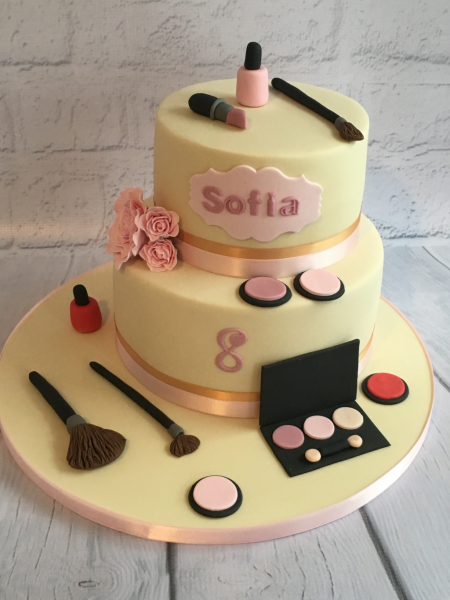 Make-up-two-tier-cake