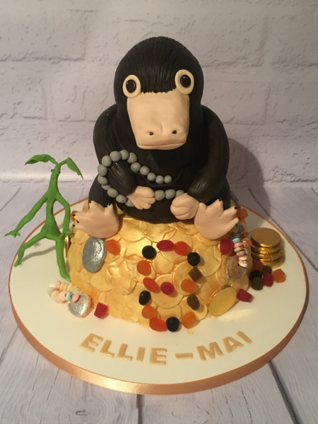 Niffler-and-Bowtruckle-cake