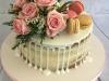Fresh-flowers-and-macarons-drip-cake