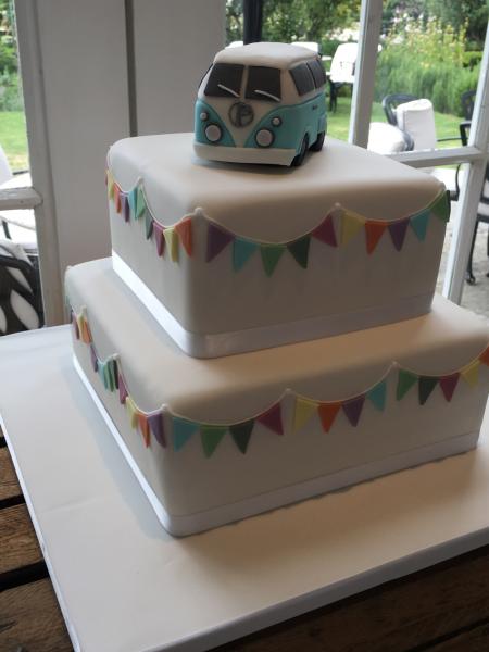 Camper-van-bunting-wedding-cake