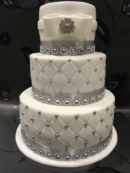 Diamond-Sparkle-wedding-cake