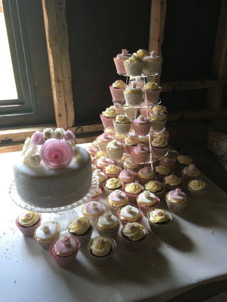 Lace-and-roses-wedding-cupcakes-and-cutting-cake