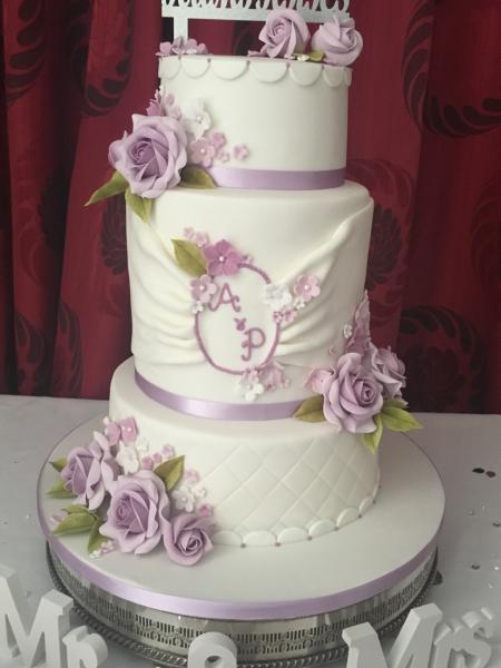 Purple-roses-wedding-cake