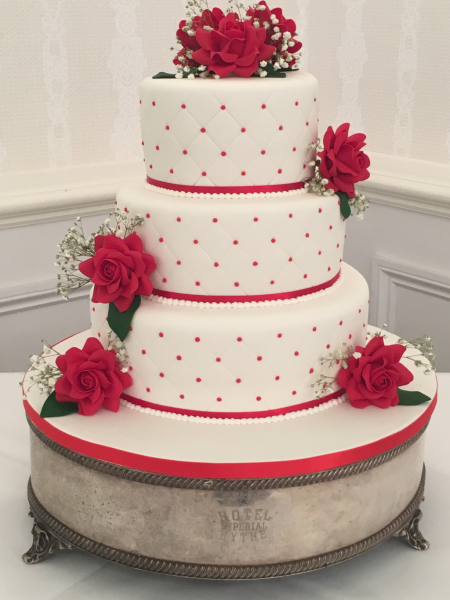 Red-roses-quilting-wedding-cake