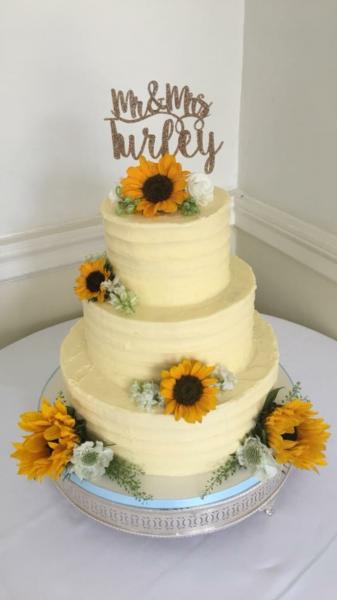 Sunflower-buttercream-wedding-cake